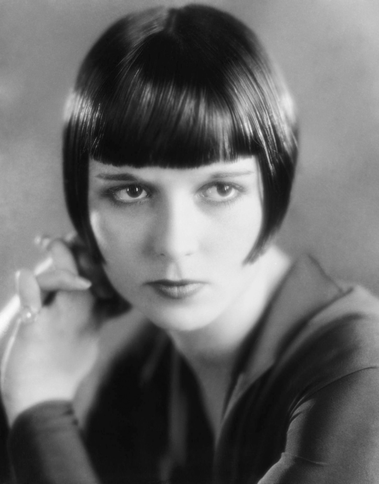 Louise Brooks' bob c. 1925