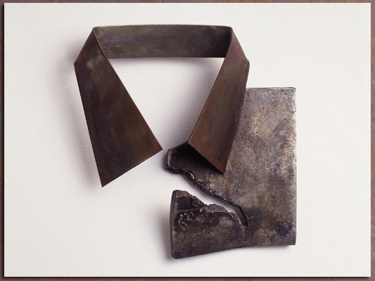 "Tearing ""Kriah"", 1996, welded iron. By Orna Ben-Ami"